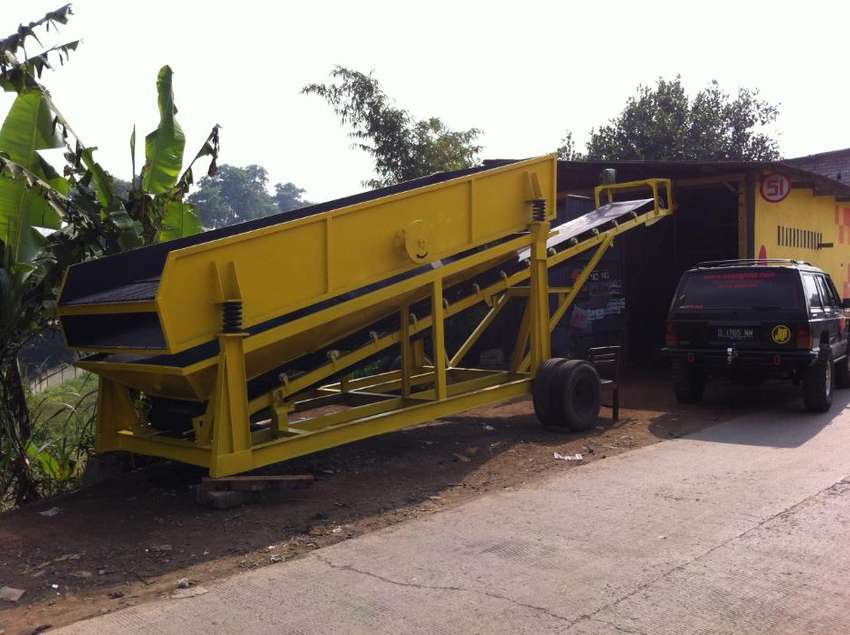 Mobile Stone Crusher / Mobile Vibrating Screen 0