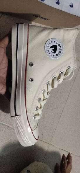 Sepatu Ventela high cream