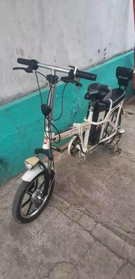 Sepeda listrik mr jackie Selis mr jackie Sepeda listrik Pedro EB-903