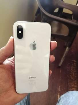 Apple iphone xs 64 gb in mint condition