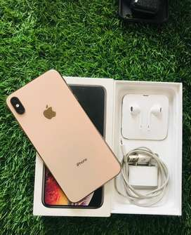 Iphone xs max 64gb in brand new condition with all acccs and box