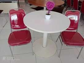 Meja dan kursi tamu