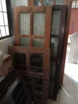 Jendela Kayu Kamper