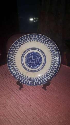 Piring antik biru putih