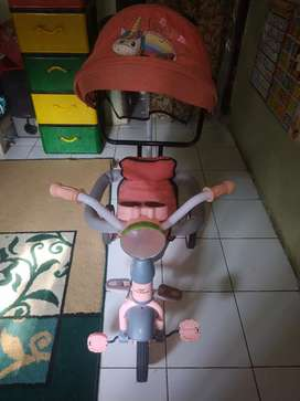 Sepeda stroller anak music warna pink