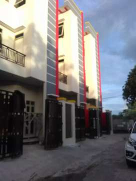 Rumah baru mewah minimalis 3,5 lantai 4kt, 4 km jual murah