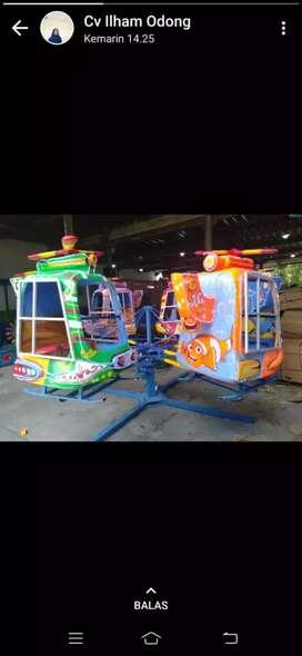 Wahana komedi putar helikopter warna warni