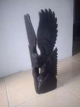 Jual patung burung. Dan patung kakek kakek. Buatan dari kayu.