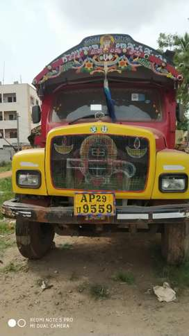 6 Tyre Lorry Tipper