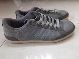 Sepatu Sneakers Adidas size 40