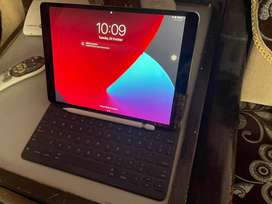 Ipad Pro 10.5 (64GB) with apple pencil and apple smart keyboard