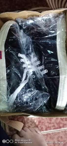 black colour brand new (Petipack) ladies shoes