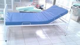 Tempat tidur pasien rumah sakit standar