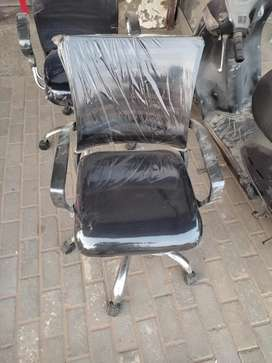 Black mesh back mid back chair. Height adjustable,push back.