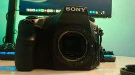 Sony alfa 68 camera with single lens