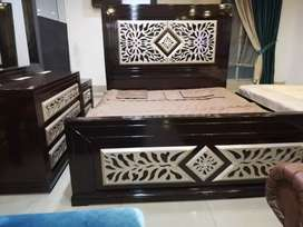Shadi set ( bed +dressing table+show case)