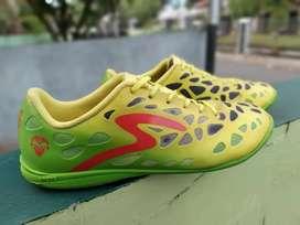 Sepatu futsal specs cyanide alien size 40