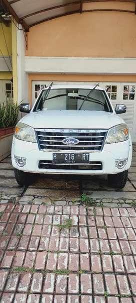 dijual ford everest 2011 warna putih diesel manual