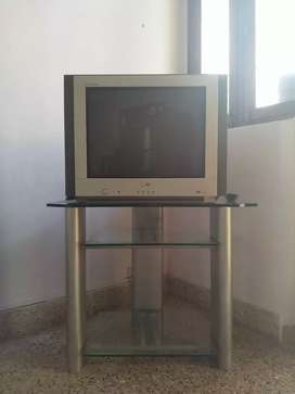 """LG Flatron TV with Modern Stand - 21"""" CTR"""