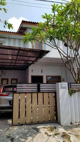 Disewakan Rumah dengan akses mudah, Strategis, dekat Taman Jayawijaya,