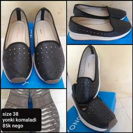 Sepatu preloved like new