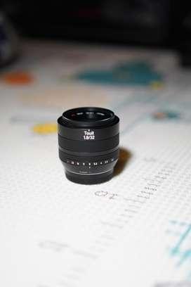 Lensa Zeiss Touit 32mm Fuji