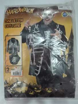 HALLOWEEN DRESSES / COSTUMES AND DECORATIONS .