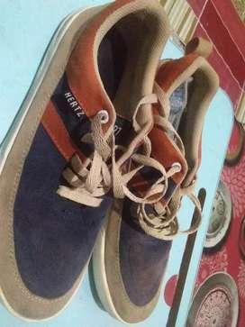 Sepatu Hertz biru krem ukuran 40