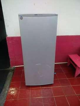 Kulkas freezer merk Sanyo