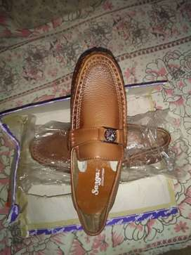 Latest leather shoes at low price