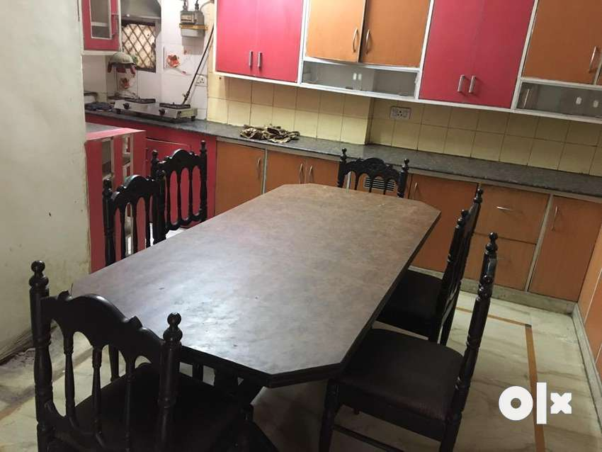 Dining table with 6 chairs 0