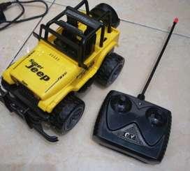 Mainan jeep mobil