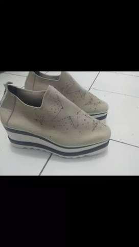 Dijual sepatu Emory baru