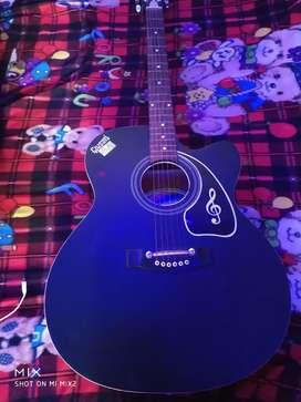 Guitar new hai bilkul