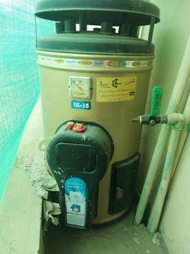 Electric and Gas Geyser 15 gallons in excellent condition
