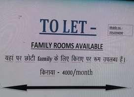 Aurangabad me Main road par small family ke liye rooms uplabdh hain