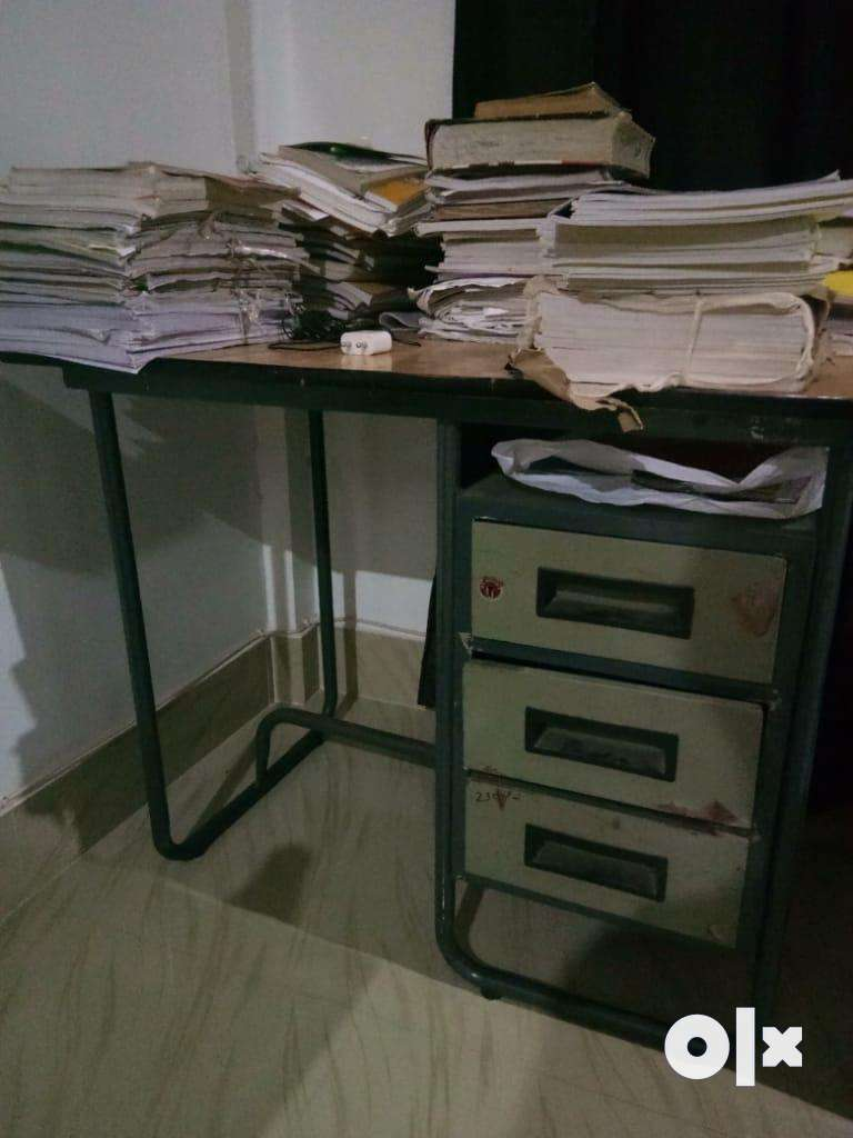study table 0