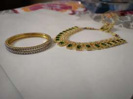 Bridal necklace with earnings and bangles