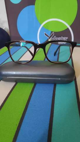 Kacamata keren warna coklat gelap