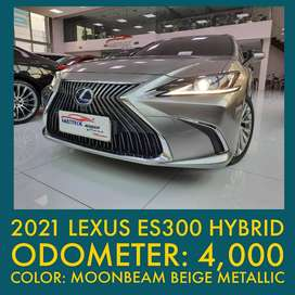 2021 Lexus ES300h Hybrid Like New Low KM