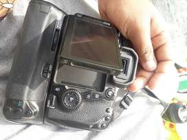 Canon eos 70d body only..