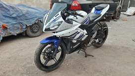R15 yamaha white and blue colour