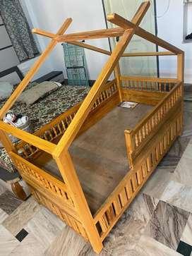 Baby cot ( UNUSED/BRAND NEW)