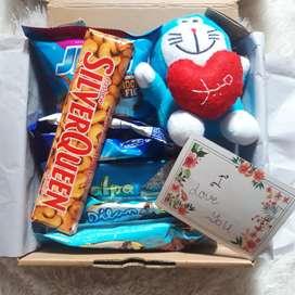 Hampers ultah /gift box valentine