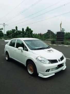 Nissan latio Mewah Full Modifikasi Putih Mutiara Pjk Hdp AC Dingin