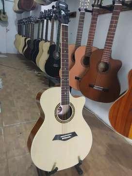Gitar akustik jatuh cintai