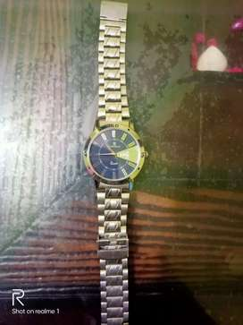 Timewear date analogue watch and need of urgent money