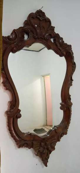 cermin kayu antik