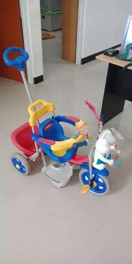 Sepeda family roda tiga