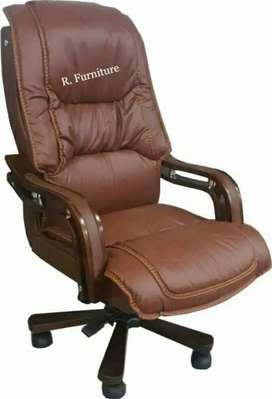 C_662 Executive office chair _ Office table sofa r available also